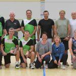 Hobby oder Wettkampf - beim Badminton (im Bild die Übungsgruppe Erwachsene inkl. Jugend ab 16) findet jeder einen passenden Spielpartner.